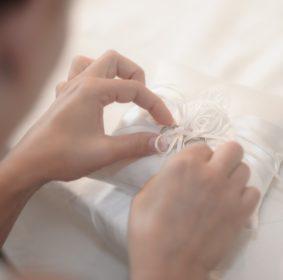 hand-woman-petal-symbol-romance-wedding-830931-pxhere.com_